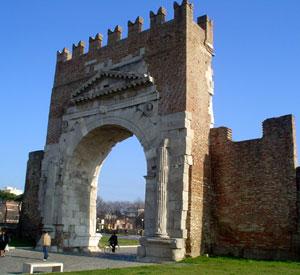 Dettaglio sull'Arco d'Augusto a Rimini Centro