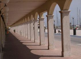 Dettaglio sul porticato del Porto Turistico di Ostia