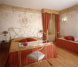 dettagli su camera Hotel Mastino a Verona