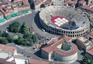 panoramica su Piazza Bra a Verona