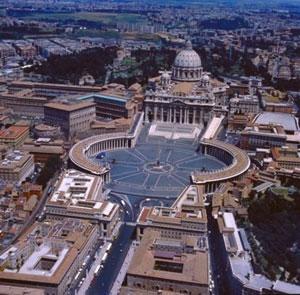 Veduta dall'alto su Piazza San Pietro a Roma