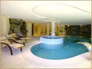 Dettaglio su piscina termale a Madonna di Campiglio