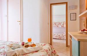 Dettaglio su camera comunicante dell'Hotel Angelini a Viserba